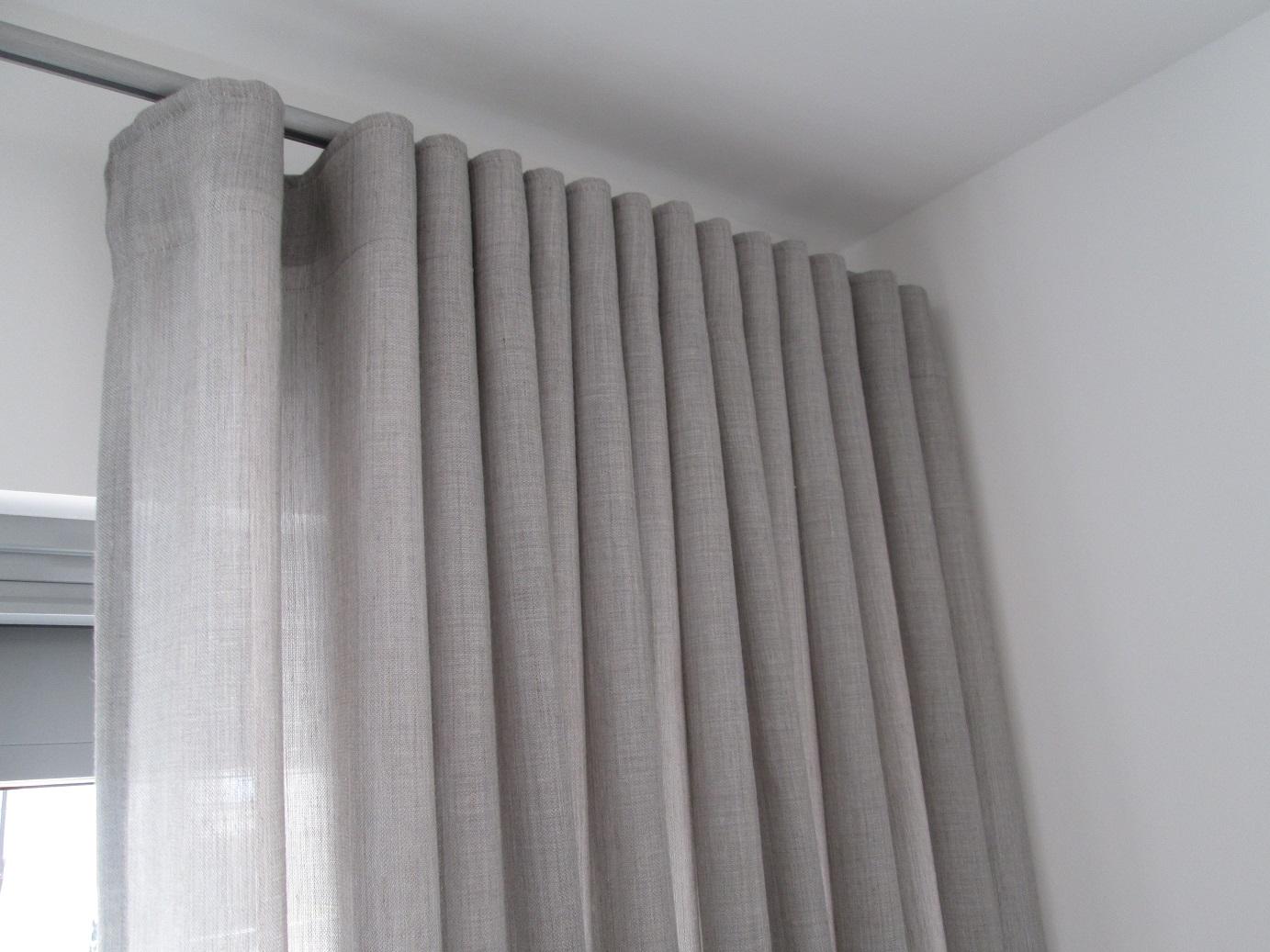 moderne fensterdeko mit wellenfaltenband tuchf hlung ihr raumausstatter oberursel. Black Bedroom Furniture Sets. Home Design Ideas